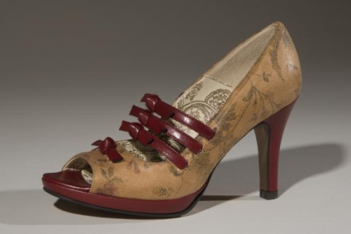 Charmoné, Cezanne pump, tan and red microfiber faux leather, 2010, USA, gift of Lauren Carroll and Jodi Koskella of Charmoné.