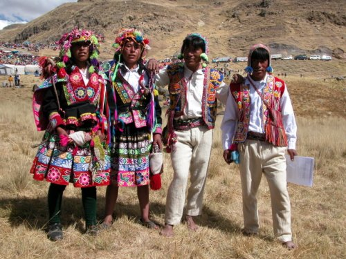 Quechua style clothing